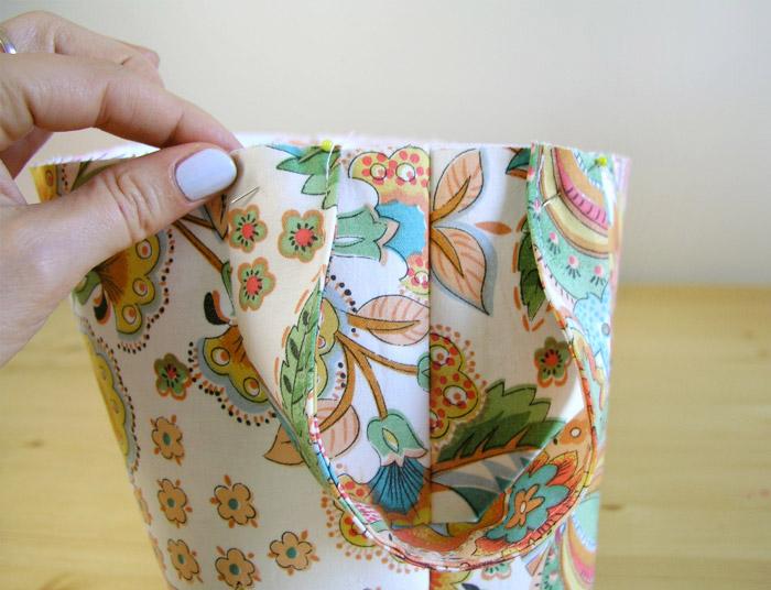 Colocar asas en la cesta de tejido con alfileres | Betsy Costura