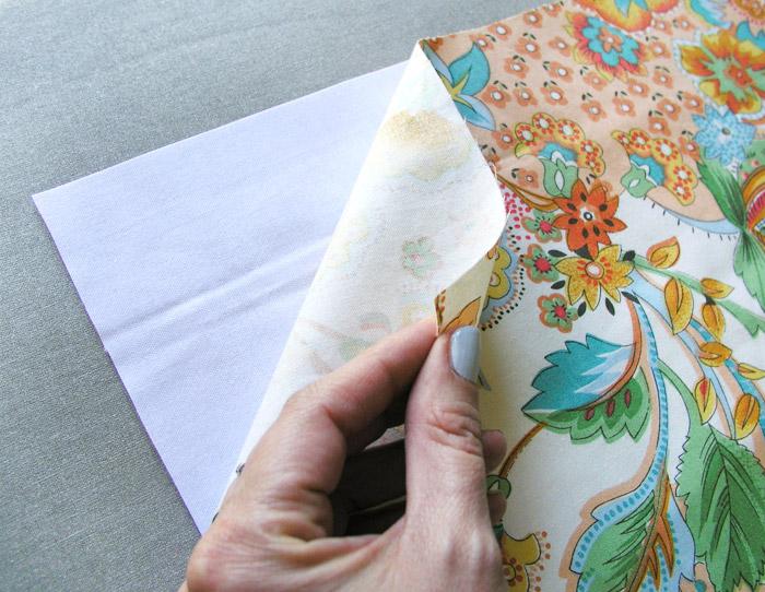 Poner entretela termoadhesiva al tejido exterior de la cesta de tejido | Betsy Costura