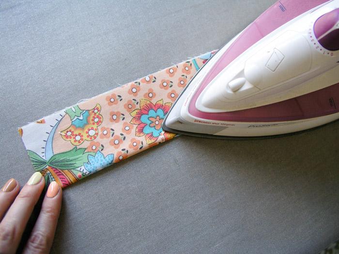 Planchar por la mitad cada asa | Betsy Costura