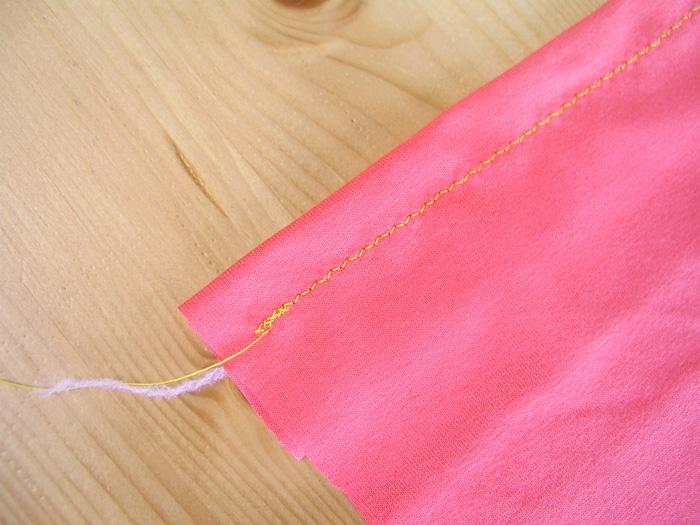 Zigzag estrecho en género de punto | Betsy Costura