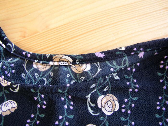 Detalle fruncido interior vestido premáma Burda | Betsy Costura